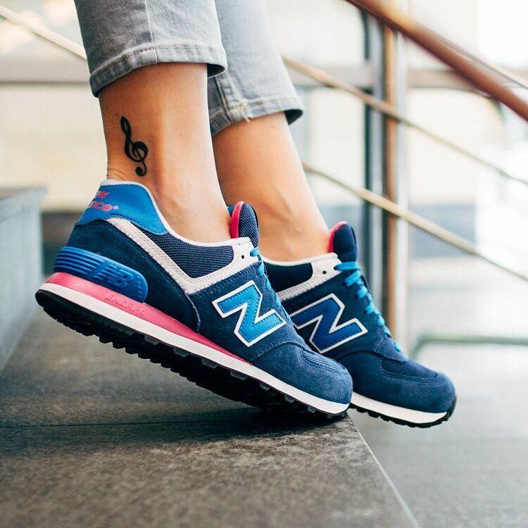 New Balance Wl574moy Blue And Pink Glow Tylko Dzis Mozecie Je Miec Za 263 Zl Wiecej Rewelacyjnych Modeli W Promoc Sneakers New Balance Sneaker New Balance