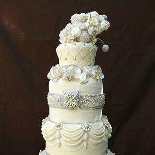 Beautiful..Love | Jewel cake, Wedding cake decorations ...