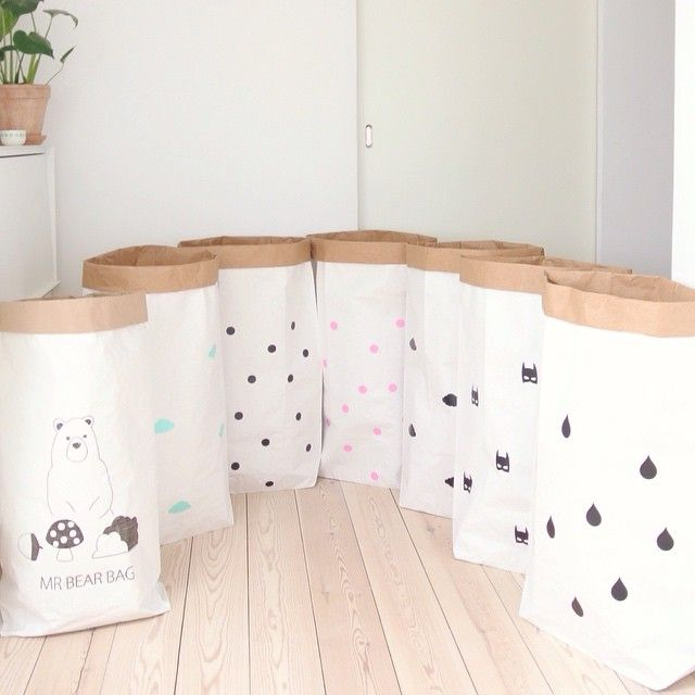 Der er nye papirsposer på lager med prikker, skyer, superhelte og dråber. Fine i børneværelset, på kontoret eller til vasketøjet. De koster 69,- #dekomydear #opbevaring #detydre #indretning #børneværelse #boligmagasinet   New paper bags in stock