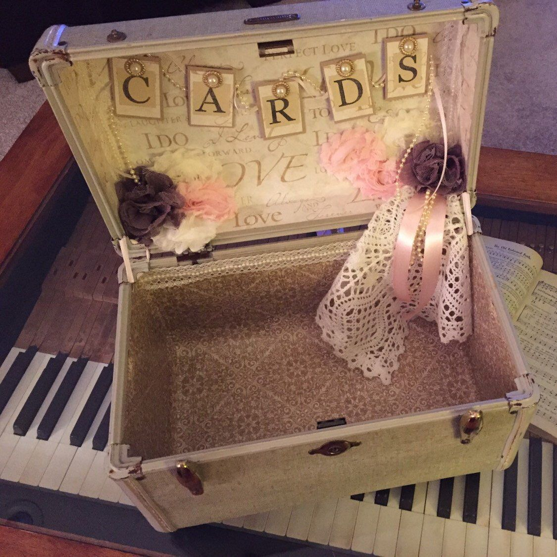 Vintage Suitcase Wedding Card Box #vintagesuitcasewedding