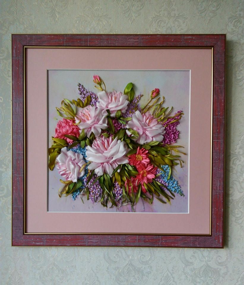 Embroidered picture ribbon of artificial silk bouquet of flowers