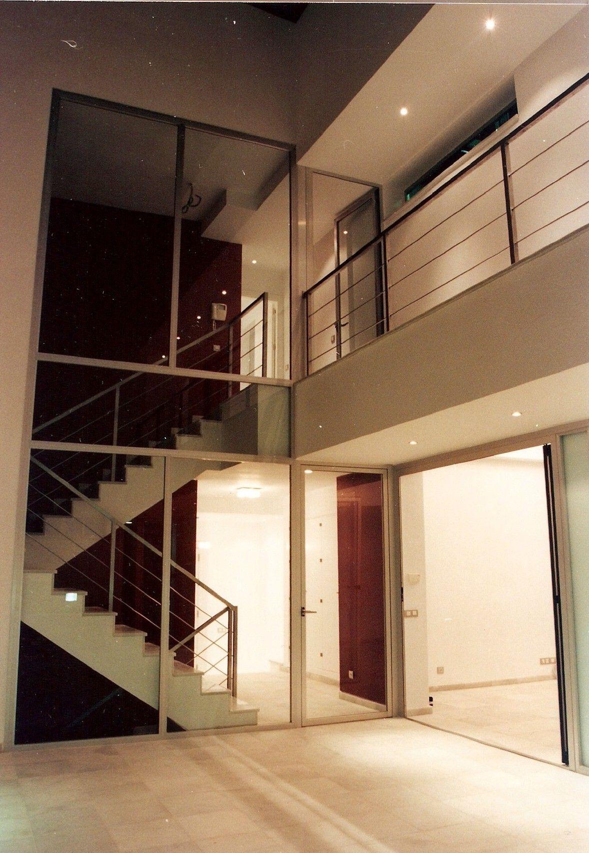 Imagen de la escalera interior de la vivienda unifamiliar - Diseno interiores sevilla ...