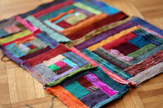 Cool way to use old scraps of yarn! Knitted blankets