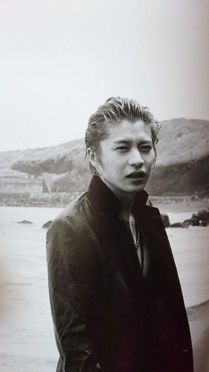オールバックで色気ある表情の田中圭