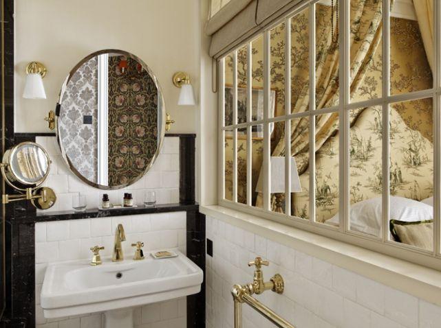 Salle de bains vitree sur chambre Déco Classique - Classical decor