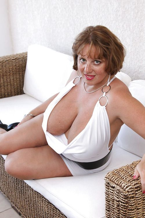 Mature curvy wife on show in bed