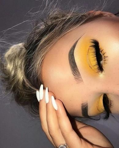 Photo of The makeup looks of yellow eyeshadows are far and few in between! We love it when people ge … – Famous & Fashion! – Blog