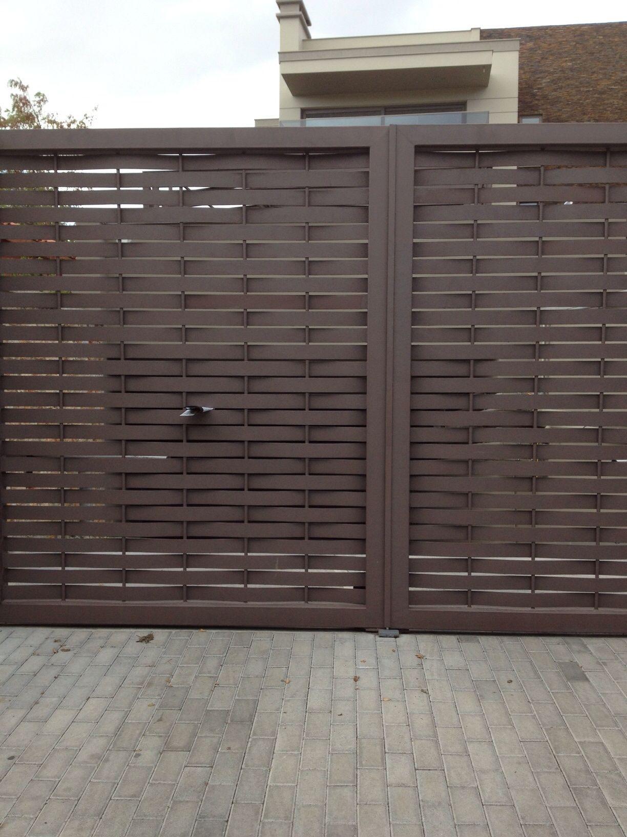 Port n mi casa fachada cochera puertas puertas - Puertas de metal para casas ...
