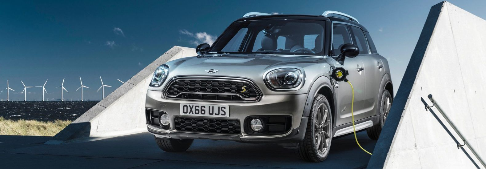 2017 Countryman Crossover Is The First Mini Plug In Hybrid Mini Cooper Mini Countryman Mini Cooper S