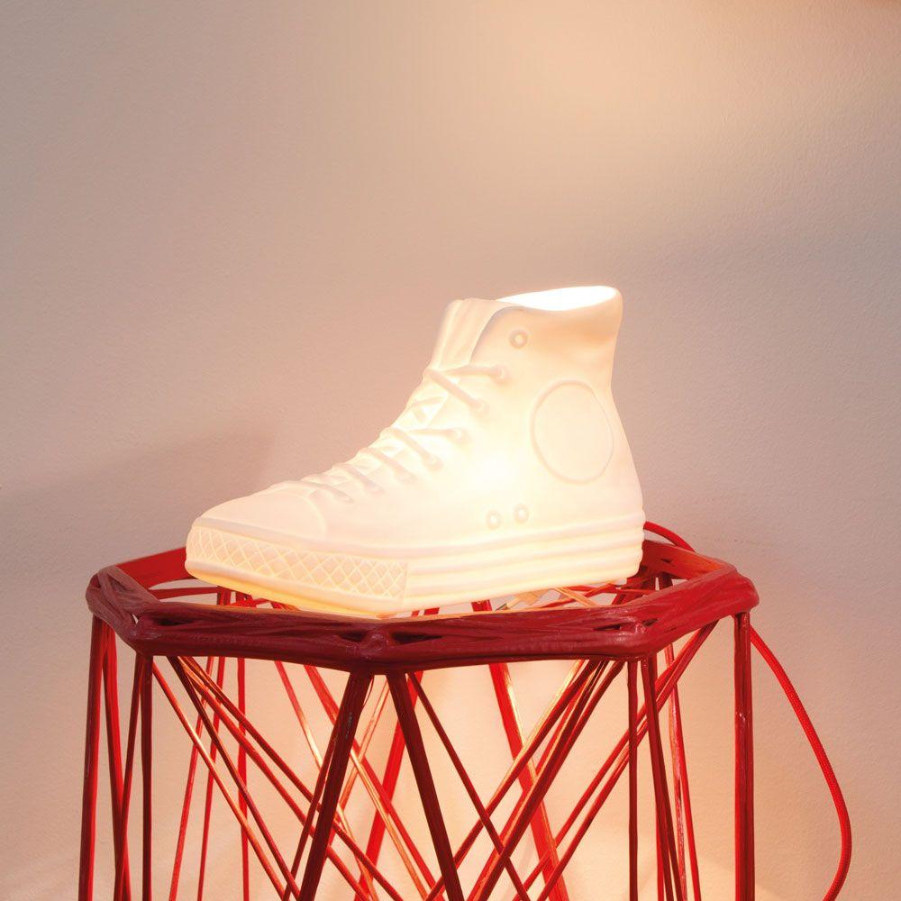 chucks sneaker lampe aus porzellan dekorative geschenke pinterest geschenke wolle kaufen. Black Bedroom Furniture Sets. Home Design Ideas