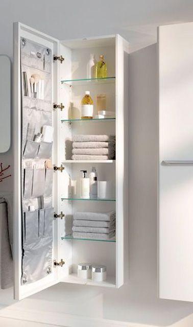 Une petite salle de bain déco optimisée avec des rangements ...