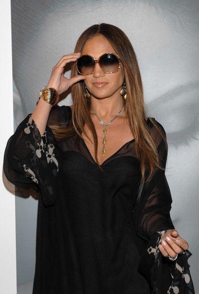 1a1966dab648 Jennifer Lopez Round Sunglasses