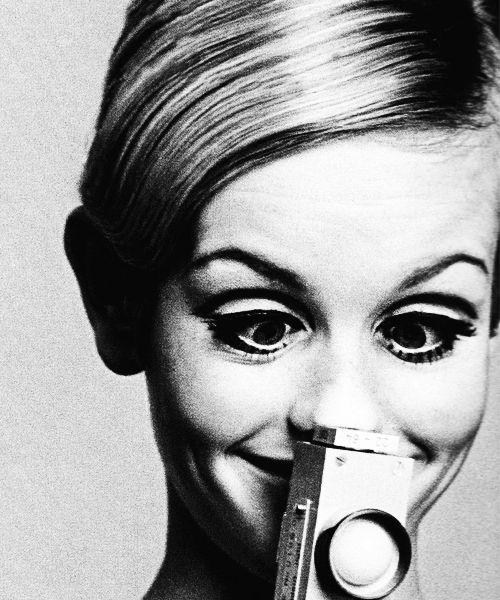 32423cded9 Twiggy (born Lesley Hornby  19 September 1949) is an English model ...