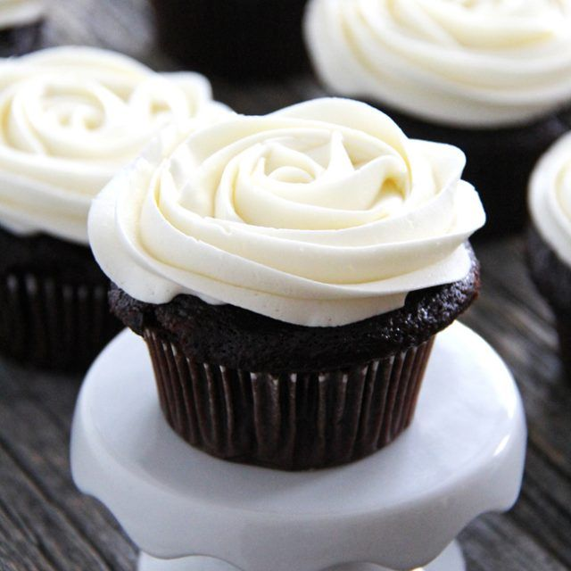 This Marshmallow Vanilla Buttercream Frosting Is The