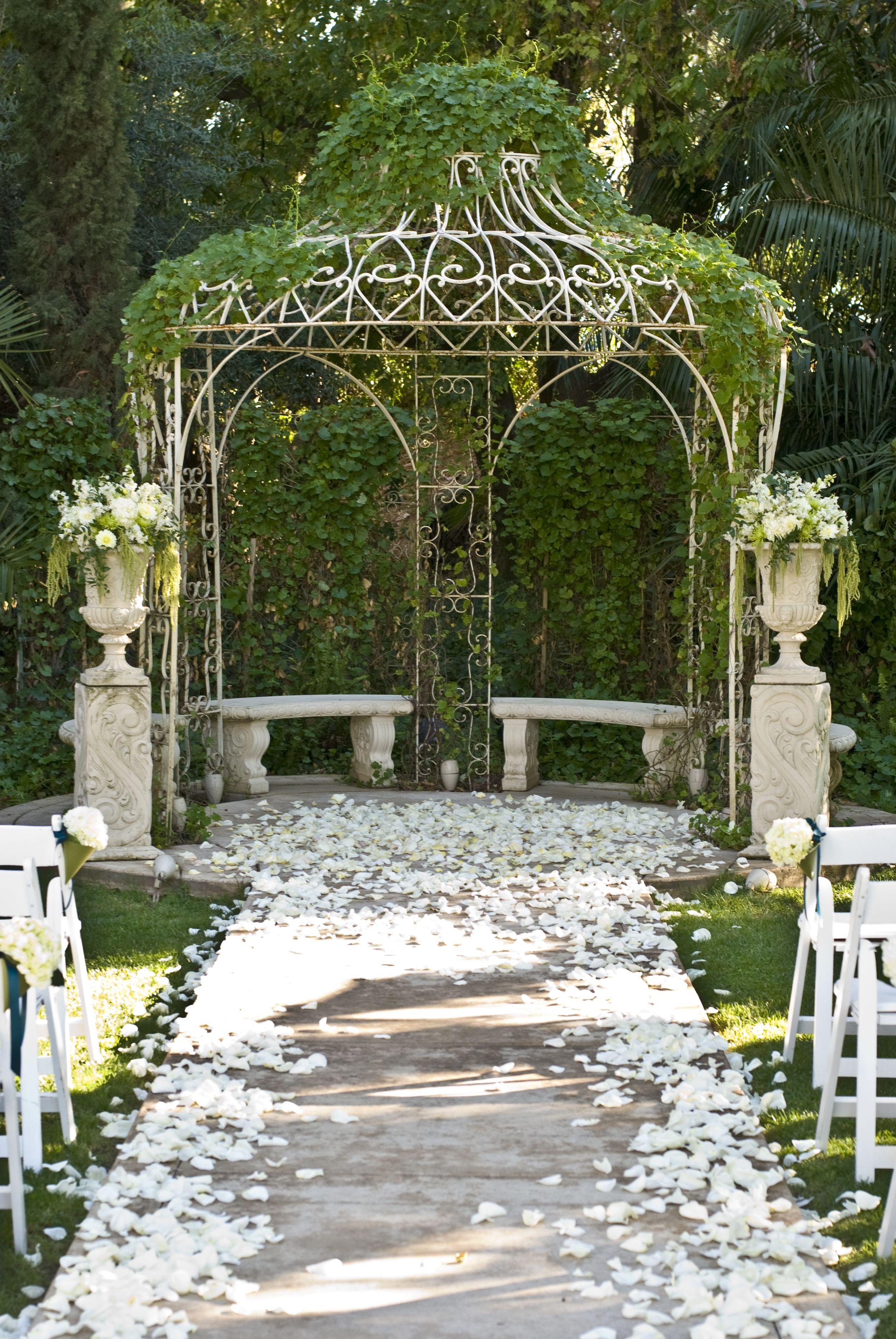 Ceremony Decor At Grand Island Mansion In Walnut Grove Ca Www Flourishdesigns