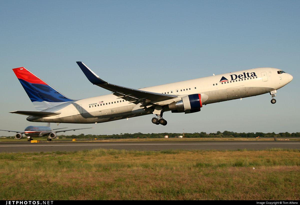 Delta Airlines - Boeing 767-300ER N185DN @ New York John F. Kennedy Int'l Airport KJFK.