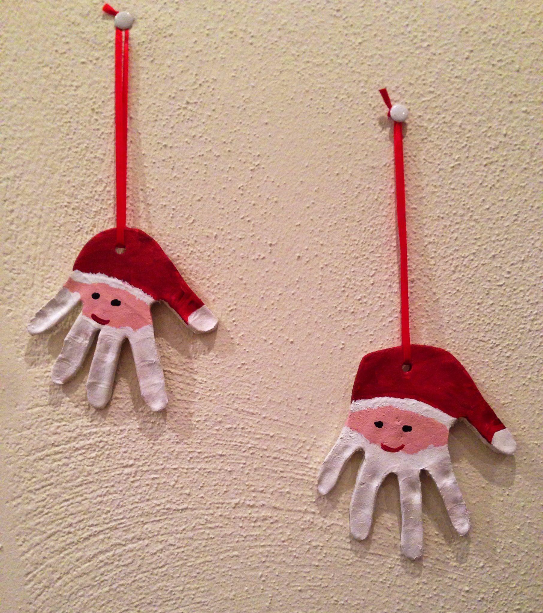 Handprint santa ornament handabdruck nikolaus basteln for Nikolaus dekoration basteln