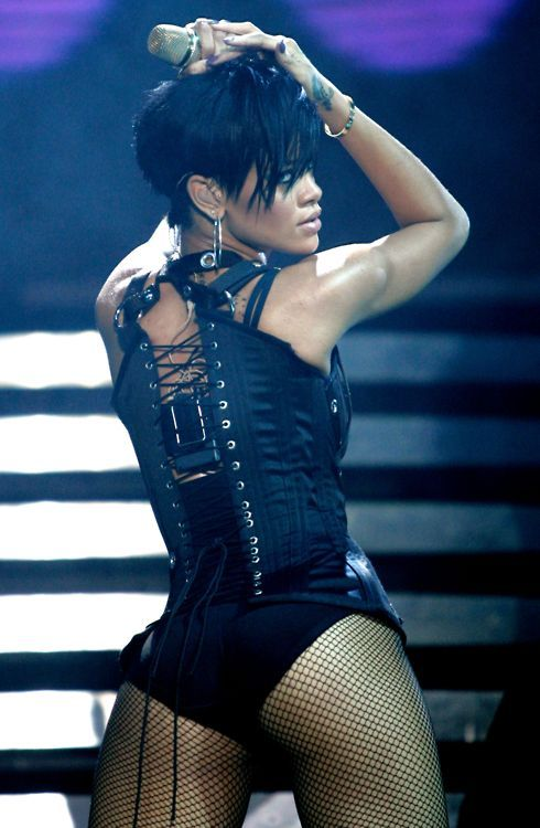 Rihanna sexy as hell sampm live non nude 3