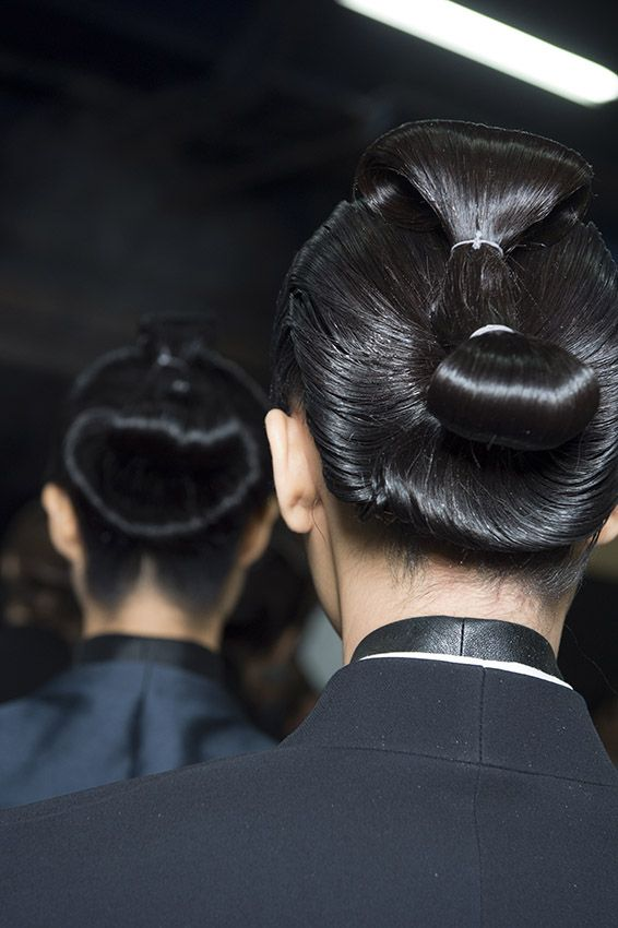 haiderackermann hair look by eugene souleiman inspired by japanese sumo hair pfw coiffures. Black Bedroom Furniture Sets. Home Design Ideas