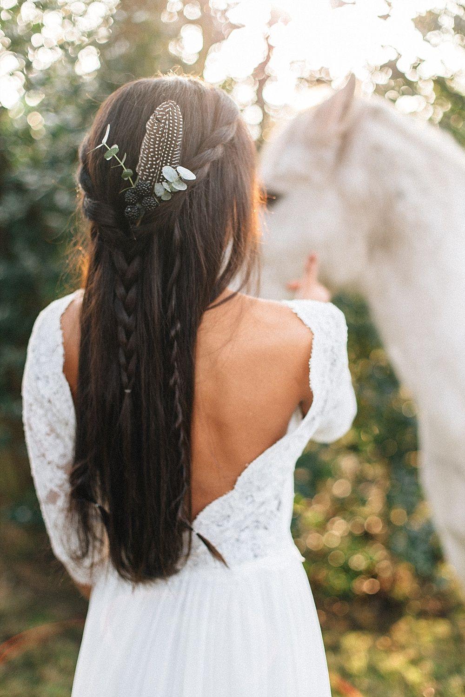 Lassige Boho Hochzeit Mit Lichtern Hochzeitsblog The Little Wedding Corner Brautfrisuren Boho Brautfrisur Hochzeitsfrisuren