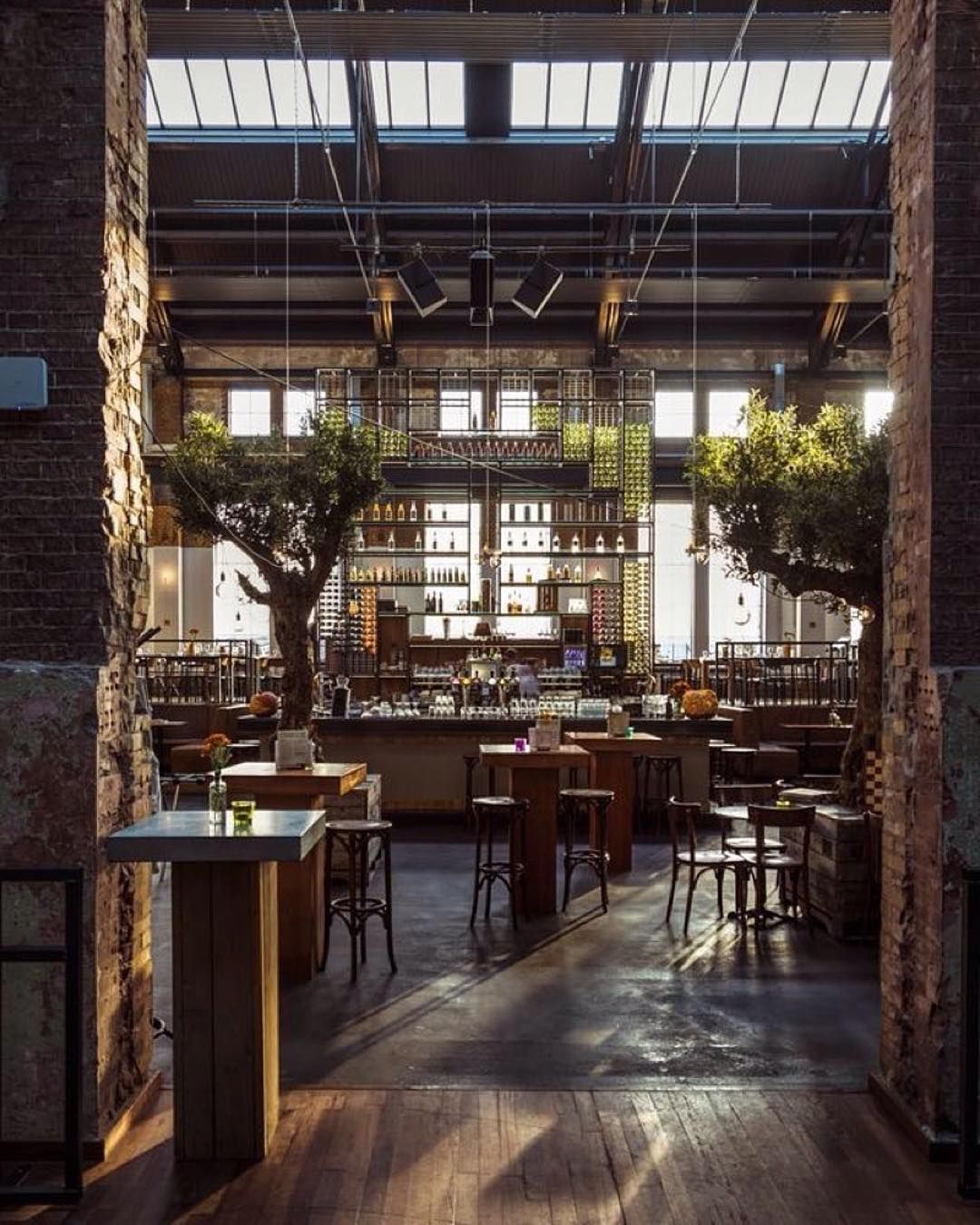 Centuries Of Rich Culture Expressed In Interior Design The Best Chinese Interiors To Boost Your Inspiration Great Deco Cafe Design Restaurant Restaurant Decor