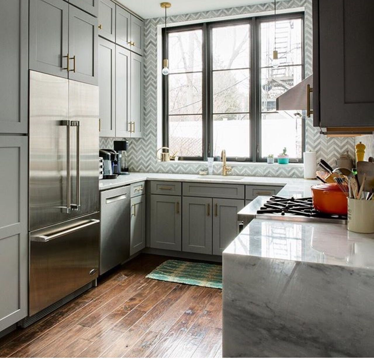Backsplash and gold touches Kitchen trends, Cheap