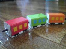 電車のひも通し おもちゃ 手作りおもちゃ 牛乳パック おもちゃ
