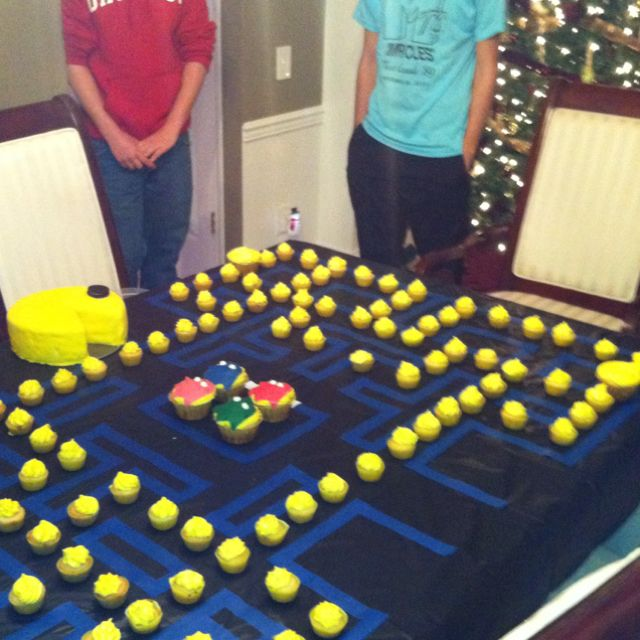 PAC MAN Birthday Cake 40th Themes 11th Party Games