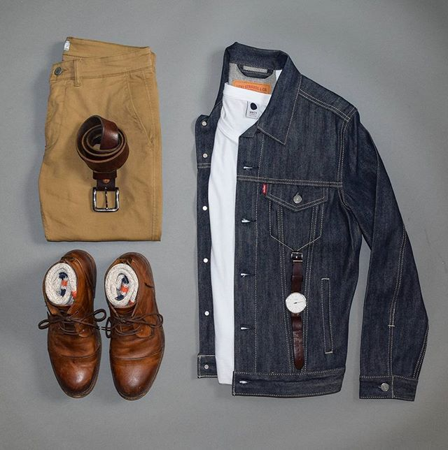 Sunday Americana ____________________________ Jacket: @levis T-shirt: @nonationality07 Pants: @nonationality07 Boots: @sutrofootwear Watch: @bottadesign ____________________________ For more ➡ @stylesofman