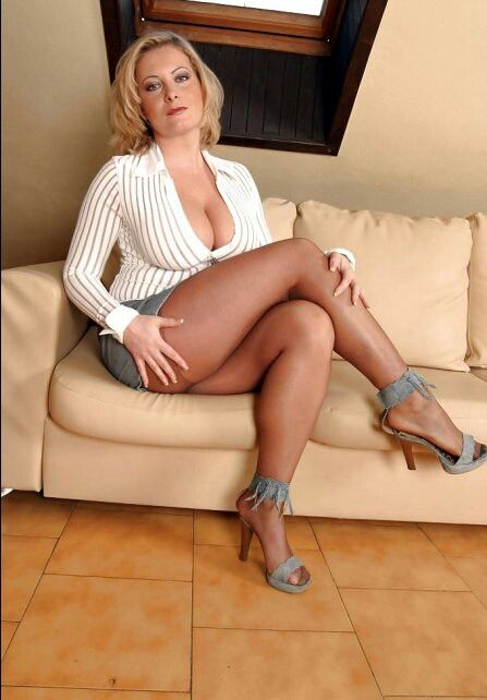 Hot mature women images