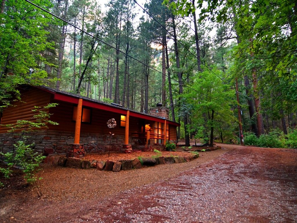with cabin the for hesstonspeedway friendly cabins tub sedona by private pet info creek hot rent creekside rentals