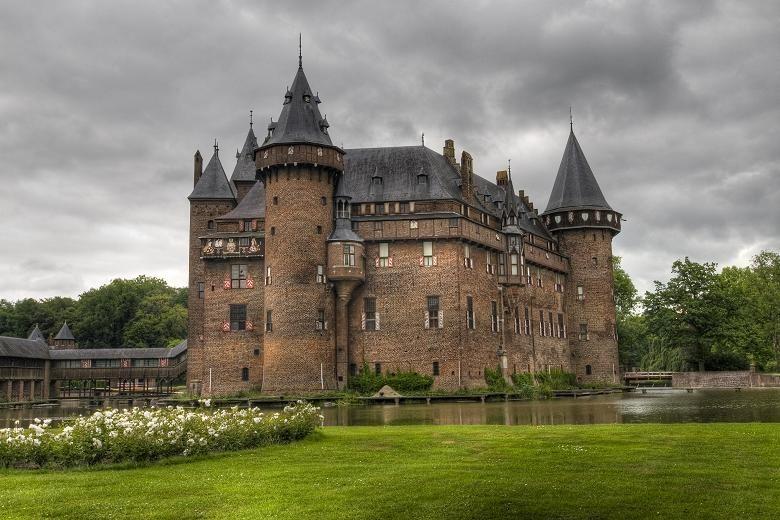 Ten Spectacular Castles