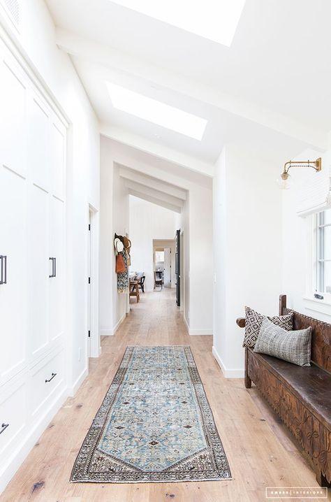 Design Bank Wit.Zo N Kleedje En Oude Bank Mooi Tussen Al Het Wit House Home