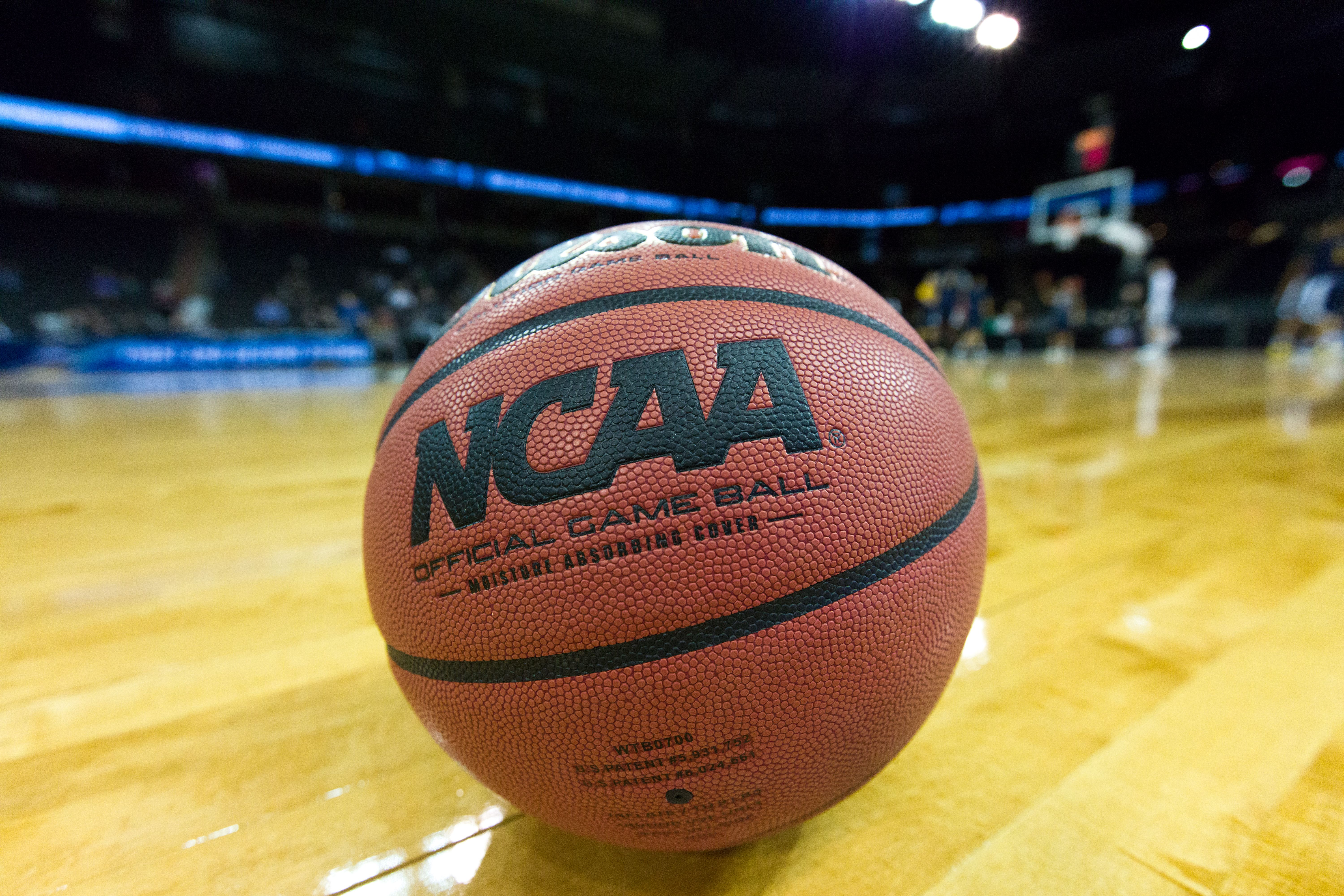 Host a Slam Dunk March Madness Party Ncaa games