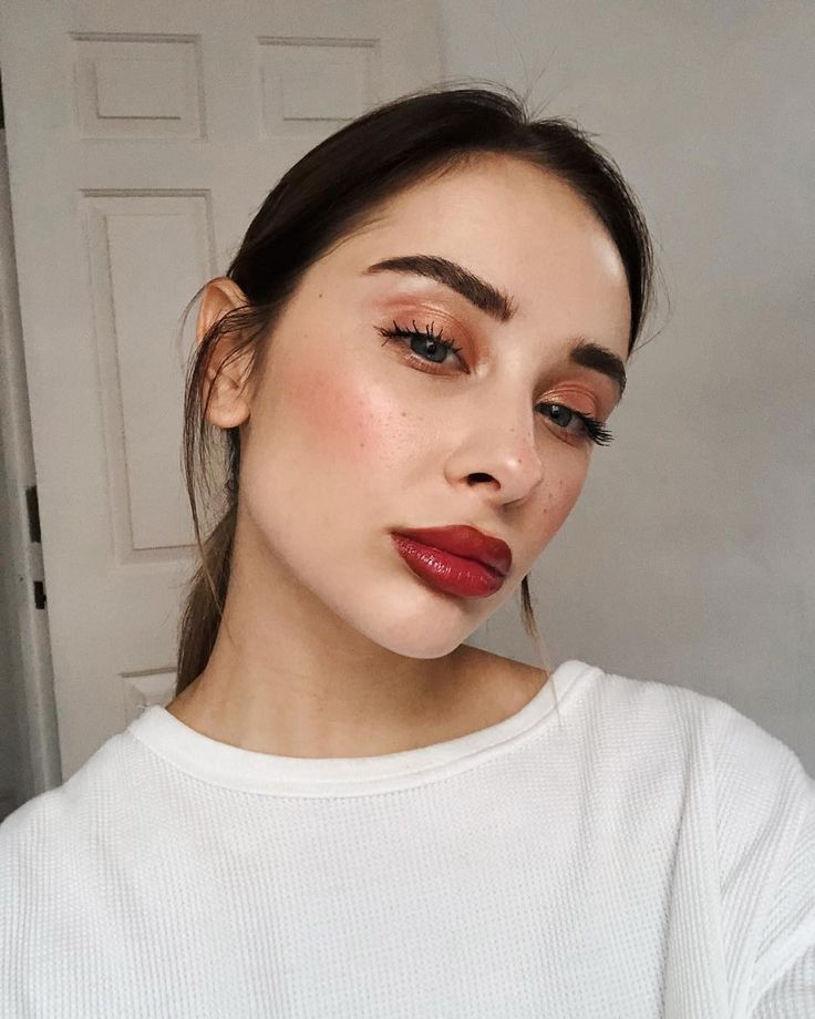 Gorgeous skin, simple makeup #lipmakeup