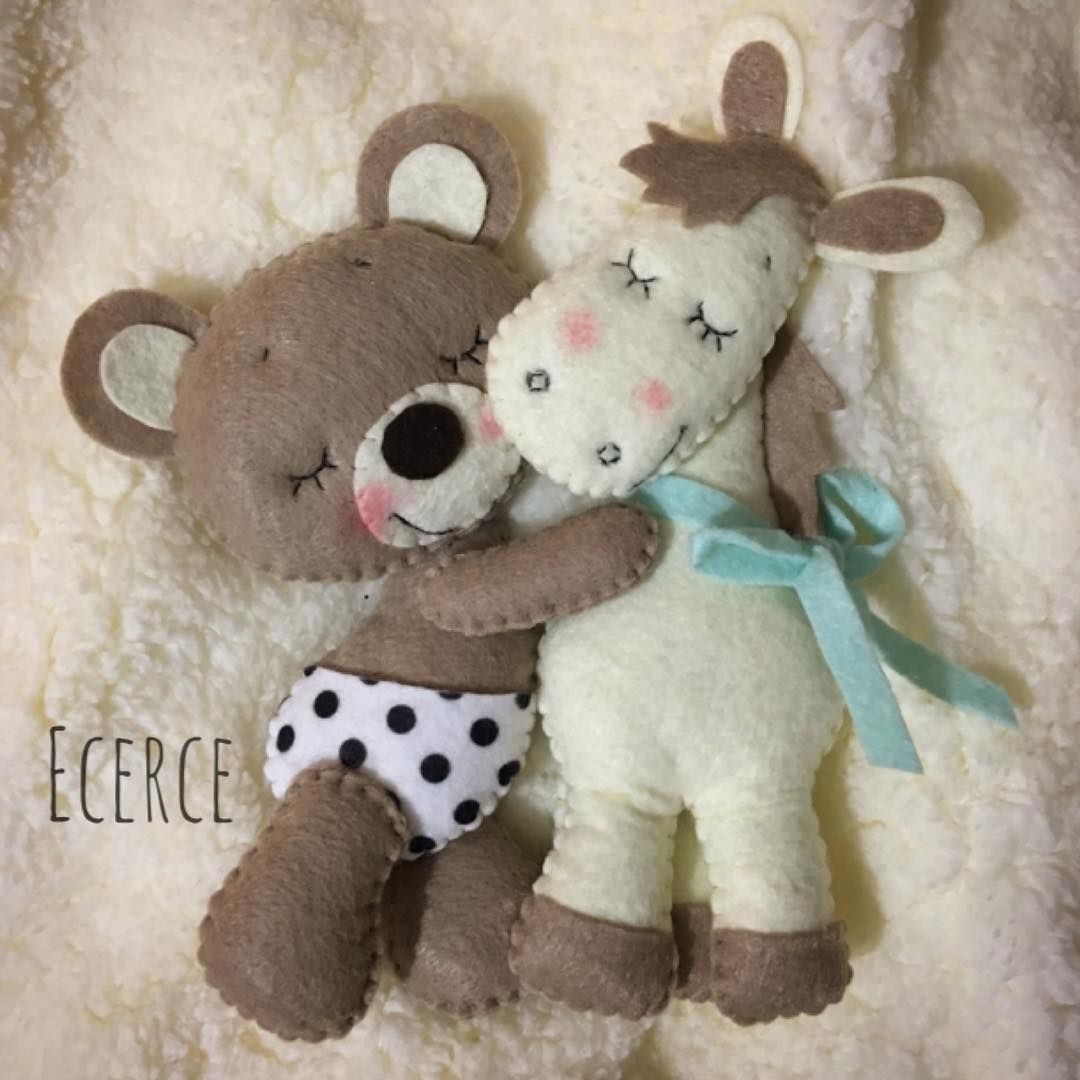 Teddy Bear Hugging Horse | Felt | Pinterest | Filz, Handarbeiten und ...