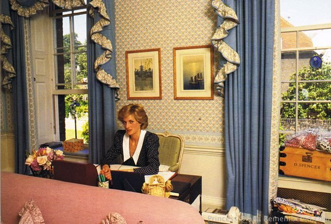 Diana In Her Sitting Room At Kensington Palace Apartment