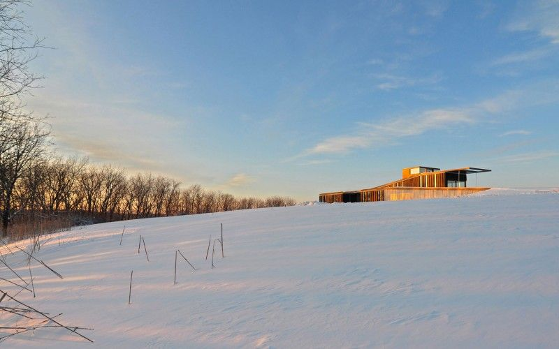 Topo House: Amazing Pasture Residence by Johnsen Schmaling Architects: Amazing Topo House With The Wood Material In The White Snow Area Unde...