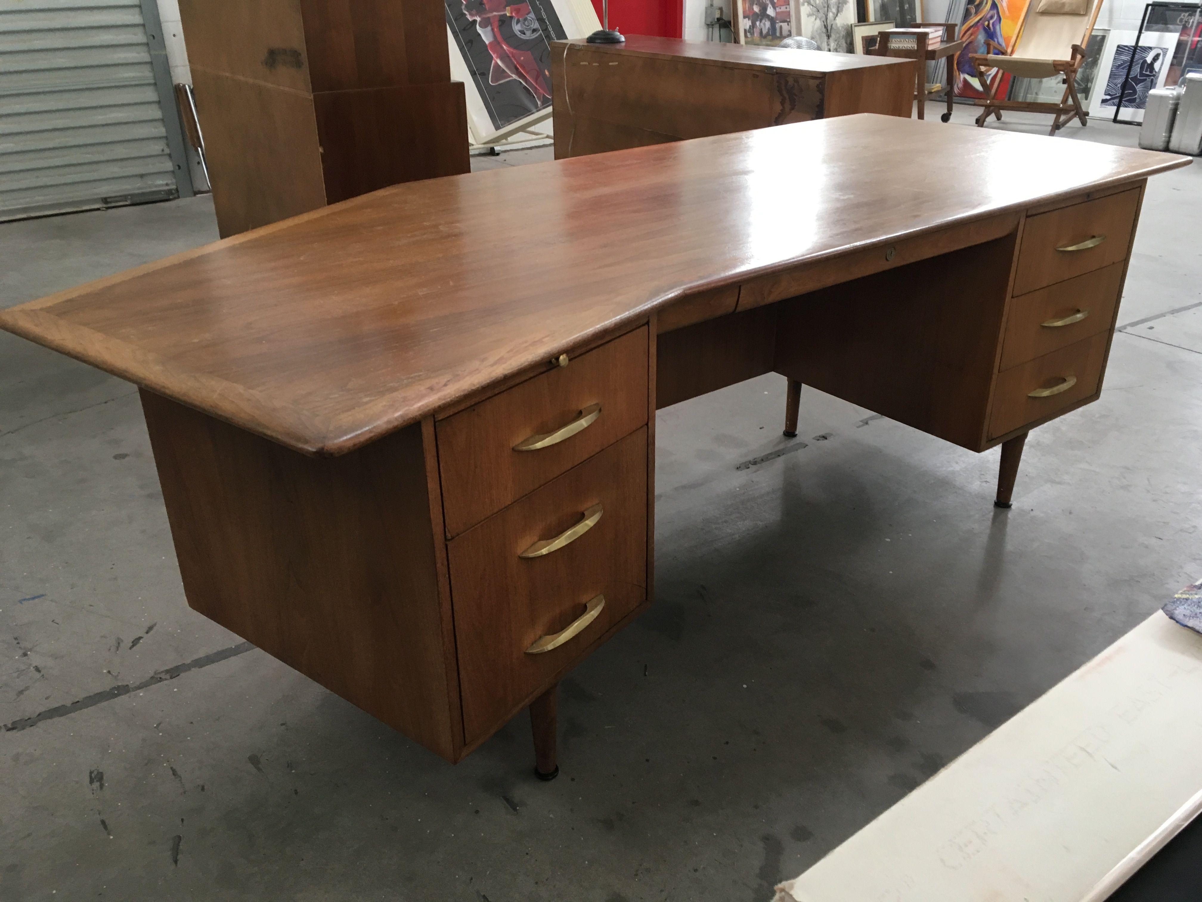 Mid Century Walnut Executive Boomerang Desk By Montiverdi Young Desk Furniture Midcentury Modern
