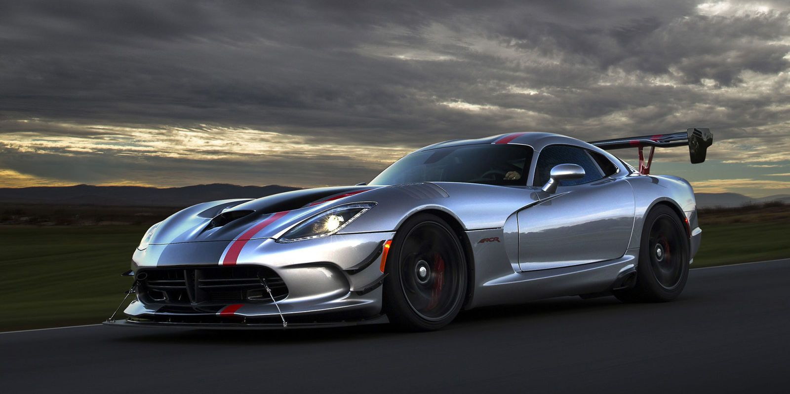 Dodge Goes All Out With The 2016 Viper Acr Pinterest Viper Cars