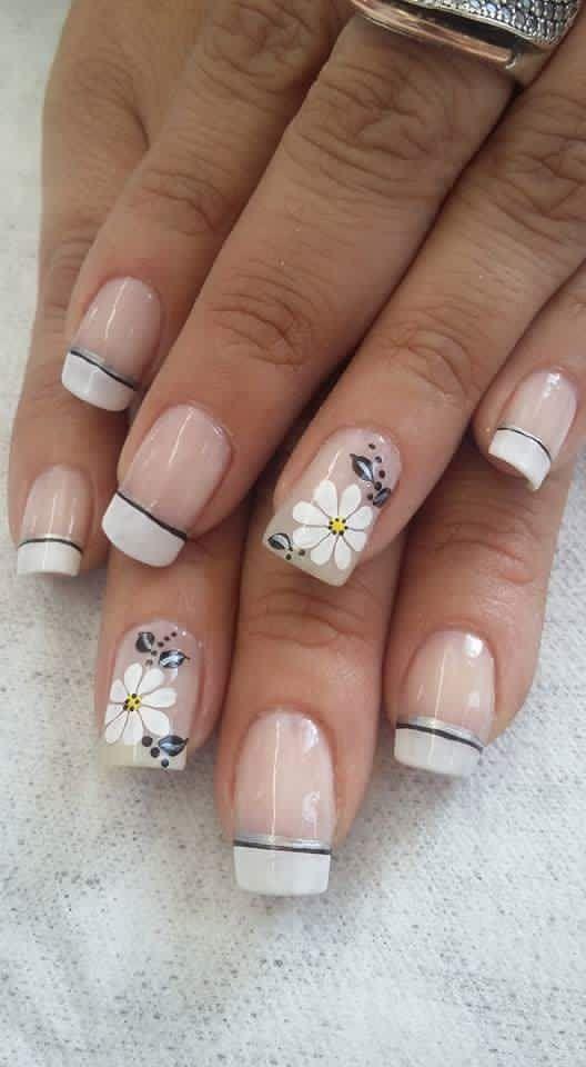 French Manicure With Flowery Theme Uñas Decoradas Modernas