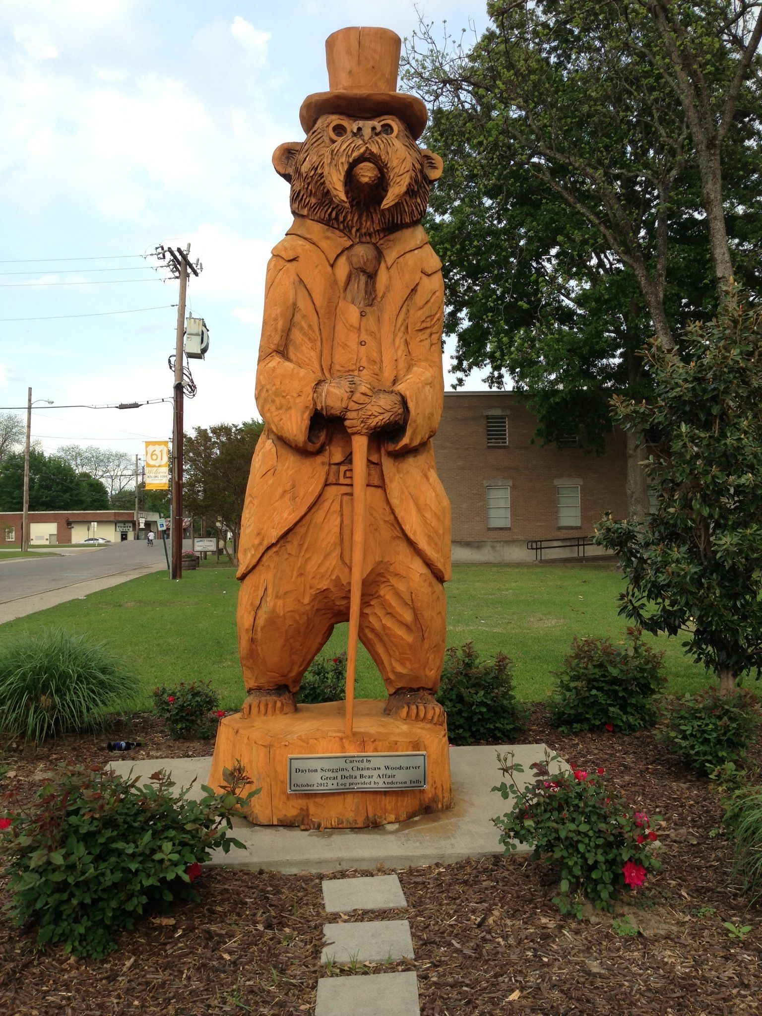 The presidential bear chainsaw carved bears in rolling
