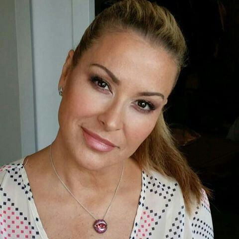 "INSTAGRAM Anastaciafanily123: "" Necklace is custom Loretta Castoro Jewel Society 'kiss me' collection """