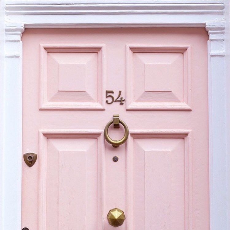 Lovely London, Pink door. Doors of London. Katcaprice.com