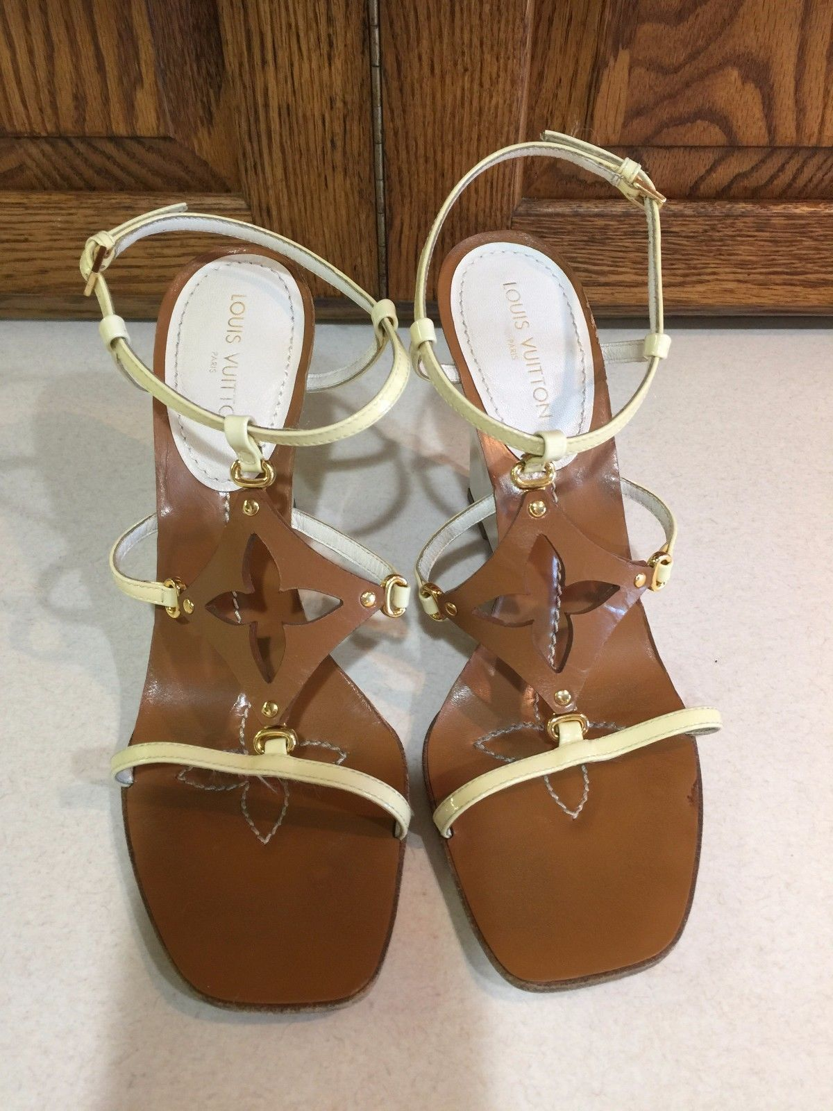 9e6ae832ff1 Louis Vuitton Beige and White Patent Leather Wedge Sandals Size 39 ...