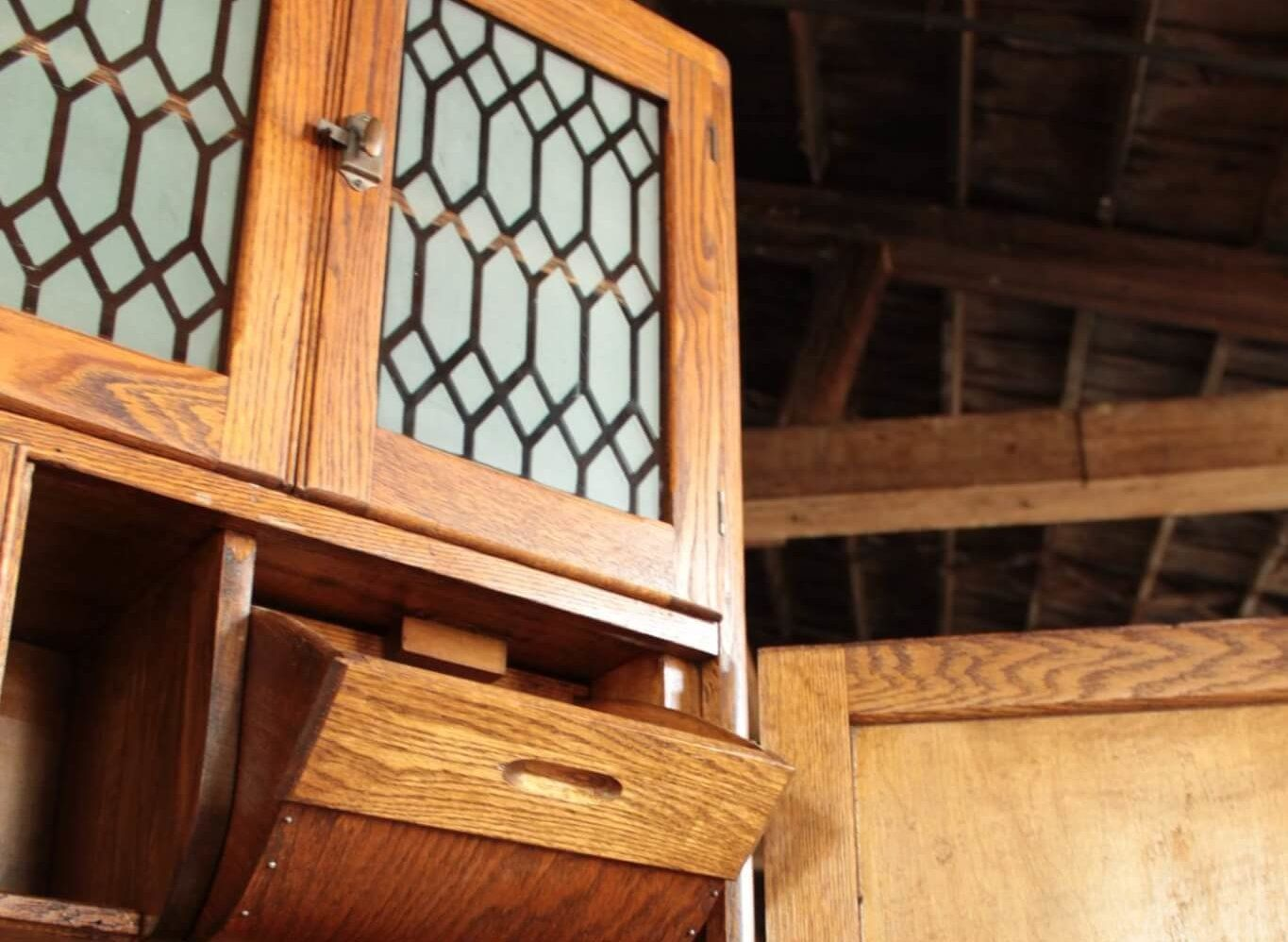 Discover The Age Of Your Coppes Napanee Hoosier Cabinet By Asking Some Key Questions And Referencing These Help Hoosier Cabinet Antique Hoosier Cabinet Cabinet