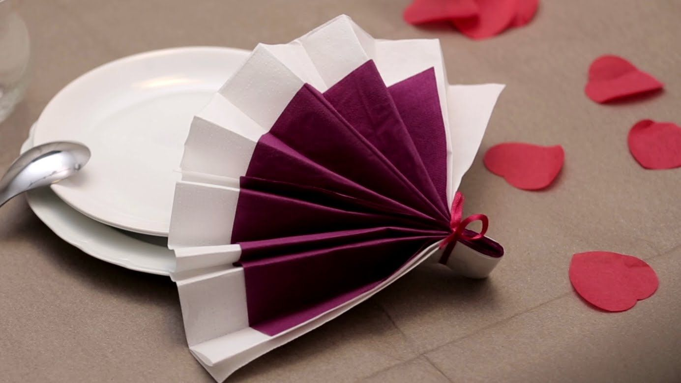 Pliage de serviettes en papier eventail labelleadresse - Pliage des serviettes de table en papier ...