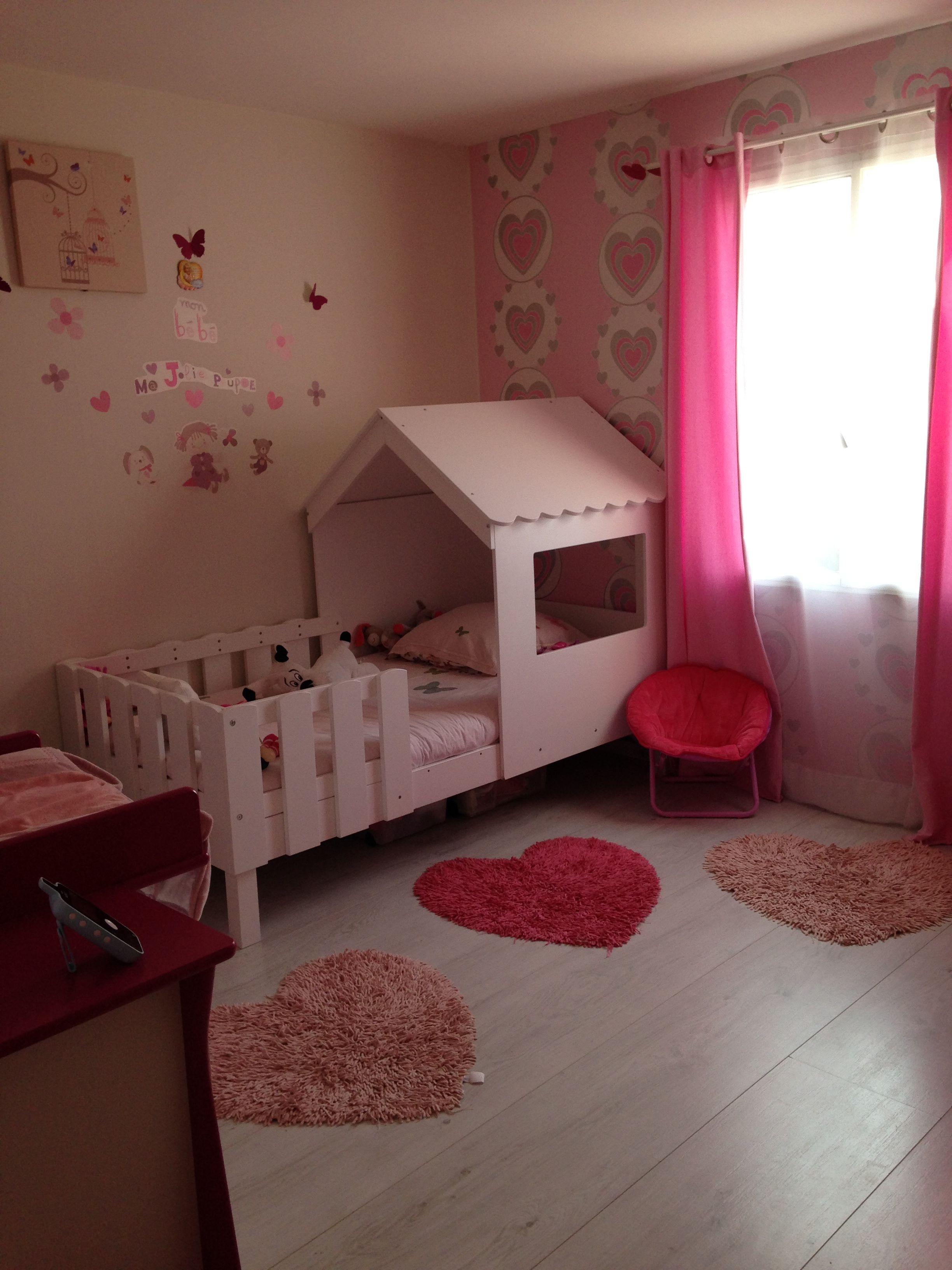 le lit cabane dans une jolie chambre de petite fille lit cabane swam photos de nos clients. Black Bedroom Furniture Sets. Home Design Ideas