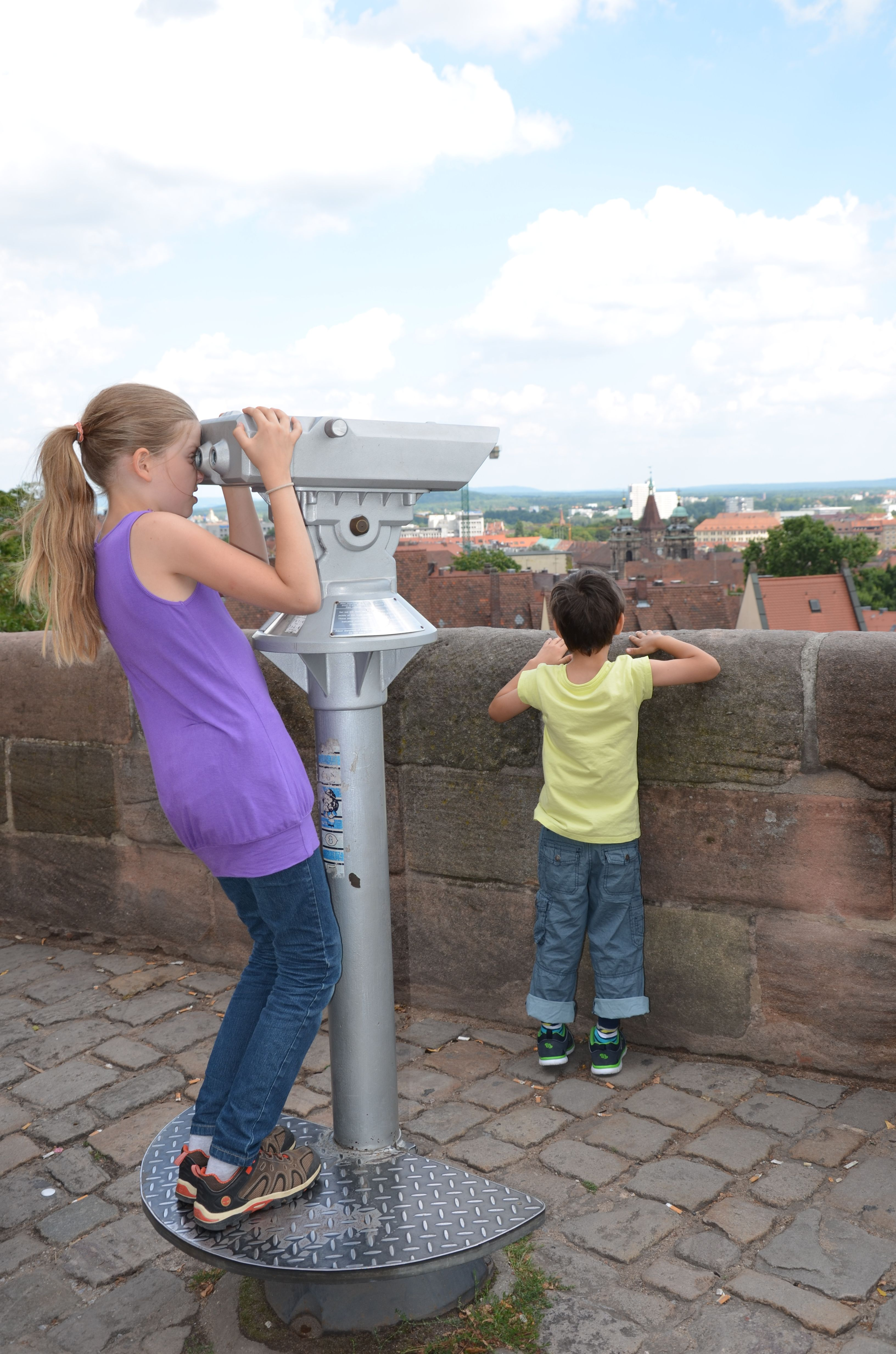 The Imperial Castle and the view from it are a highlight for little princesses and knights! (photo: CTZ Nürnberg) ------------------------------------------------------- Terms of use: It is allowed to use the photo for touristic or economic depiction of the location Nuremberg or for press work. A commercial use is strictly prohibited. The photo is protected by copyright, the photographer has to be named when using the picture.