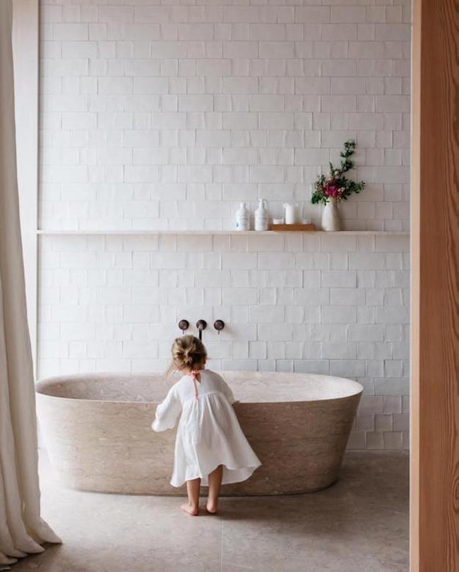 Shopping : Bien-être | MilK// light and airy bathroom, natural light, clean neutral colors, bathroom inspiration